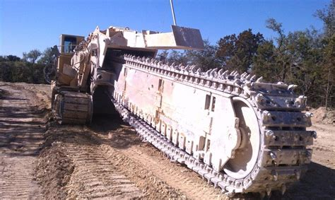 world s largest trencher watch the biggest chain trencher in the world in action