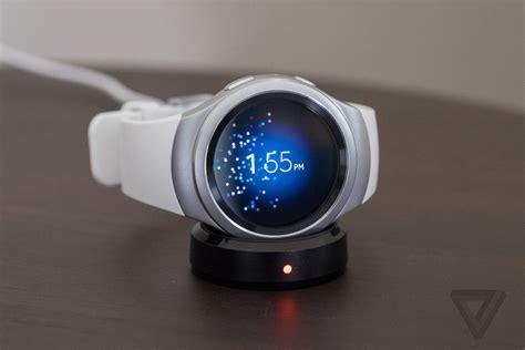 Spek Dan Smartwatch Samsung samsung s gear s2 can make me a believer in smartwatches the verge
