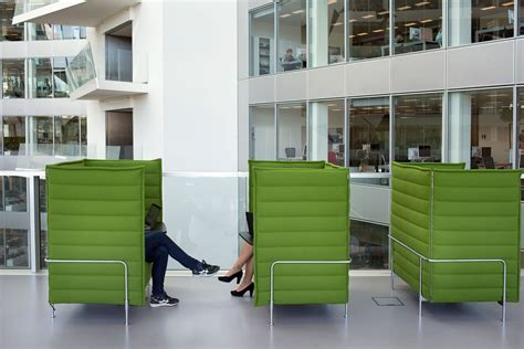 office hot desking meaning hot desking this is what the future of office work