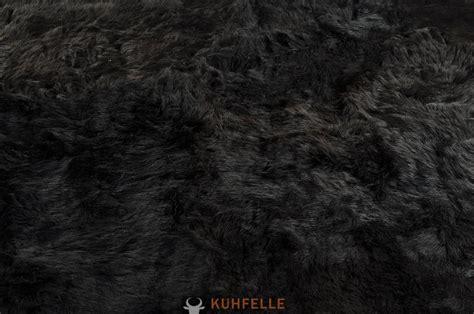 schwarzer fell teppich island lammfell teppich schwarz 220 x 160 cm aus 8 lammfellen