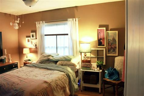 how to arrange furniture in a small bedroom on