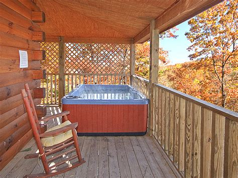 6 bedroom cabins in gatlinburg gatlinburg cabin smoky mountain dreamin 2 bedroom