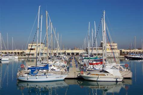 porto turistico di ostia guardia di finanza sigilli al porto di ostia e ad alcuni