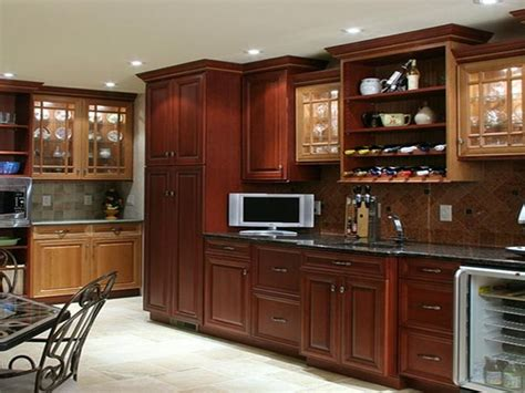 lowes kitchen ideas 9 best images about lowes kitchen cabinets on