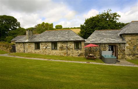 cottages in cornwall with tubs and saunas