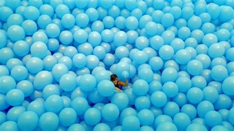 balloon room balloon filled rooms turn adults into again my modern met