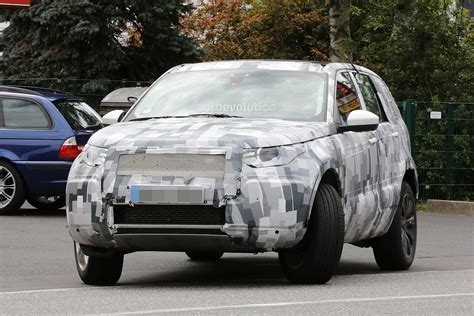 new land rover discovery 2015 spyshots 2015 land rover discovery sport interior