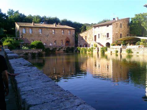 bagni di vignone file bagno vignoni si toscana jpg wikimedia commons