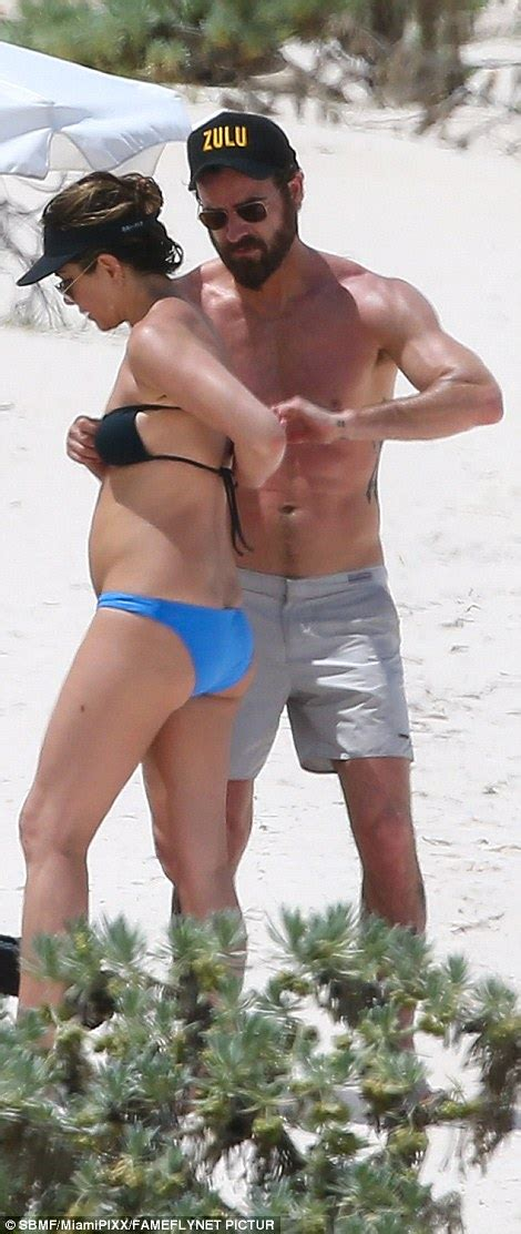 Aniston Slip From The Breakup by Aniston Slips Into On Bahamas