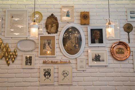 Plusieurs Miroirs Sur Un Mur by Des Cadres 224 Profusion Lavigne Design