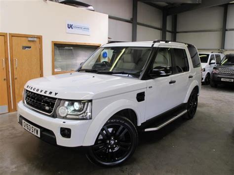 white land rover discovery 4 land rover discovery 4 hse 3 0sdv6 auto in white with