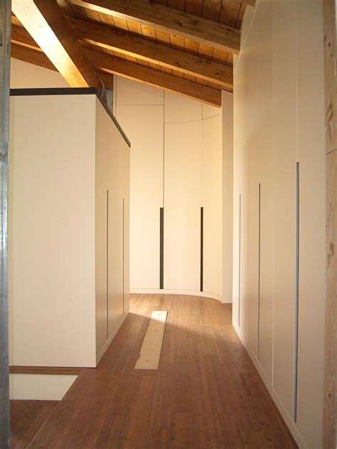 armadi per armadio personalizzabile per mansarda dal design