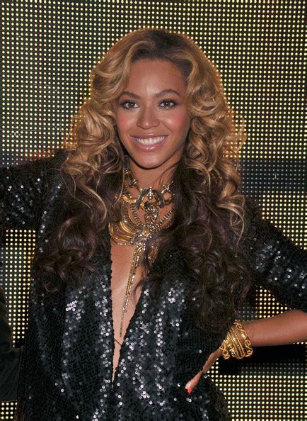 beyonce knowles gold statement necklace beyonce knowles
