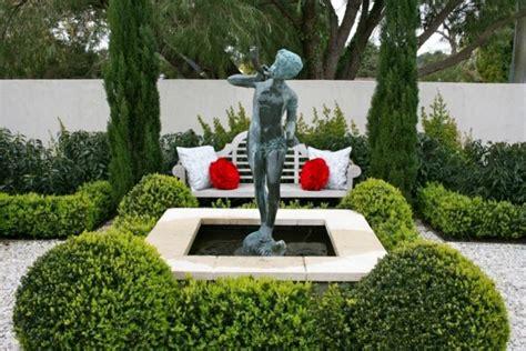 idees de decoration de jardin exterieur avec des sculptures