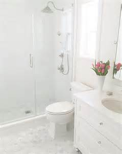 tiling small bathroom ideas 25 best ideas about small white bathrooms on