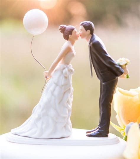 Figuren Hochzeitstorte by 20 Creative Wedding Cake Toppers For Your Inspiration