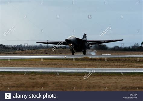 swing wing general dynamics f 111 swing wing fighter bomber landing