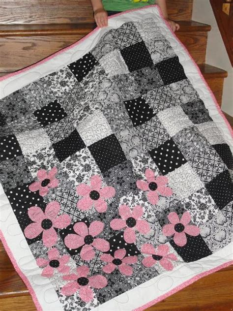 black and white quilts 7 best black and white quilting patterns
