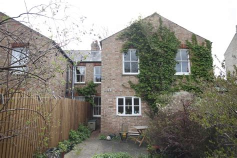 3 bedroom house for sale in cambridge 3 bedroom terraced house for sale in grantchester meadows