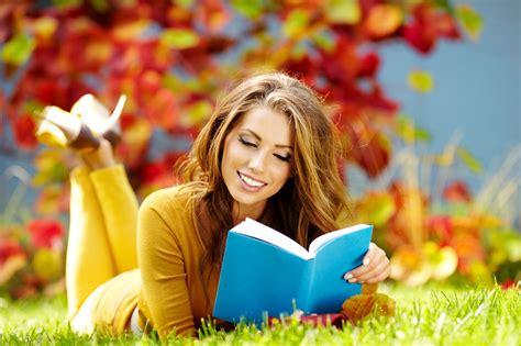 imagenes mujeres leyendo mujer leyendo sobre veomoda besame cr