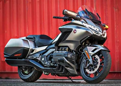 2018 luxury touring motorcycle msrp comparison motorcyclist