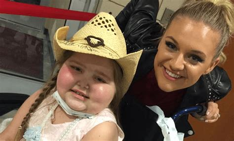 kelsea ballerini fan club kelsea ballerini meets young fan and makes her day q104