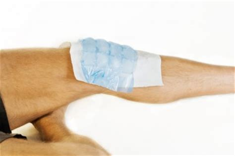 torn acl home treatment how to treat an acl injury the knee