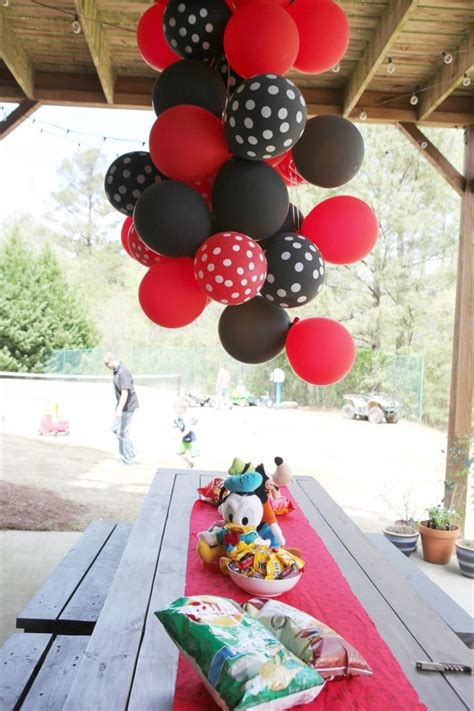 outdoor mickey mouse decorations 1000 images about balloon decorations on