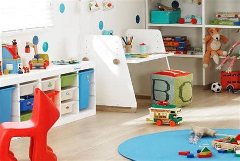 kinderzimmer gestalten junge 2 jahre mit aufbewahrungsboxen wird ordnung zum kinderspiel bild