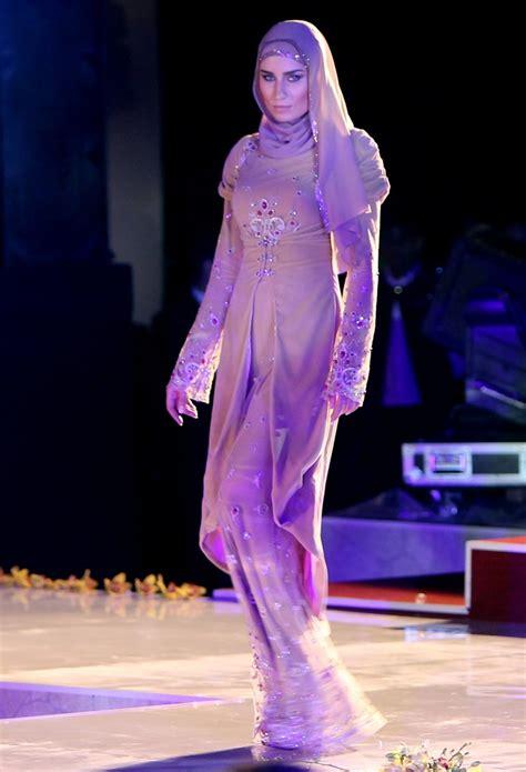 Model Dress Muslim A Chechen Model Displays An Islamic Dress A Creation Of