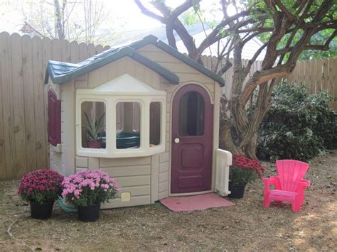 step2 playhouse had brighter green roof and faded