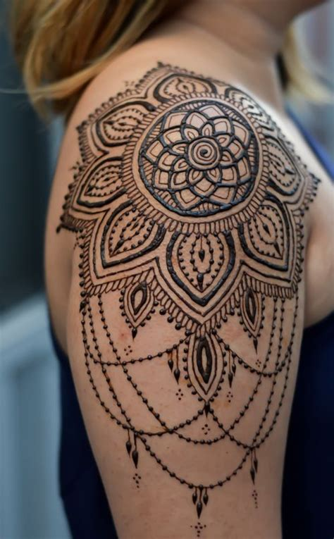 mandala shoulder tattoo best 25 shoulder henna ideas on henna