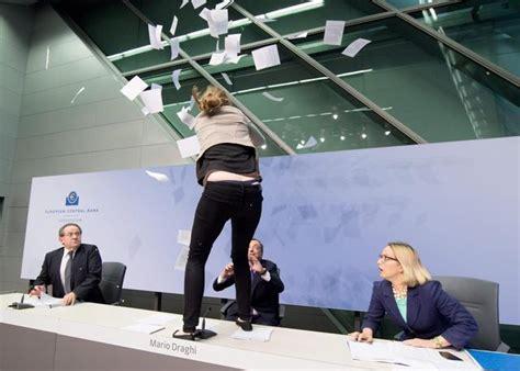 presidente della centrale europea tg3 bce draghi contestato durante la conferenza sta