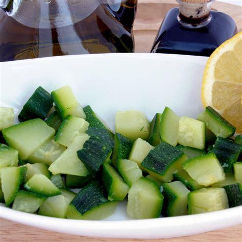 cucinare le zucchine lesse zucchine lesse la ricetta per preparare le zucchine lesse