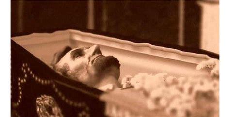 dead celebrities in open caskets photos of celebrity open casket funerals that will shock you