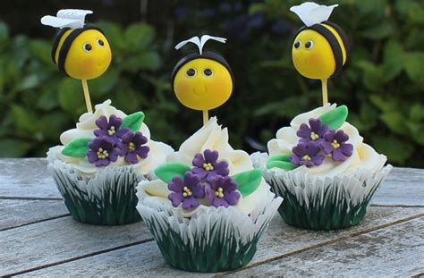 Bee Cake Decorations by Bumble Bee Cake Decorations Goodtoknow