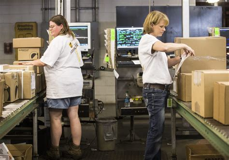 ups in rockford hiring 1 000 for seasonal and