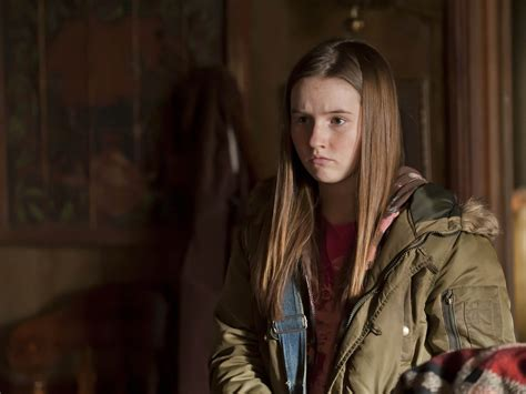 actress plays eve baxter kaitlyn dever actor tv guide