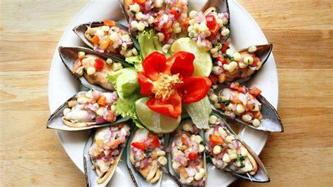 choros a la chalaca peruvian style mussels recipe que