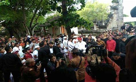Celana Mikro Bali kenakan udeng merah jokowi kunjungi pura sakenan balipost