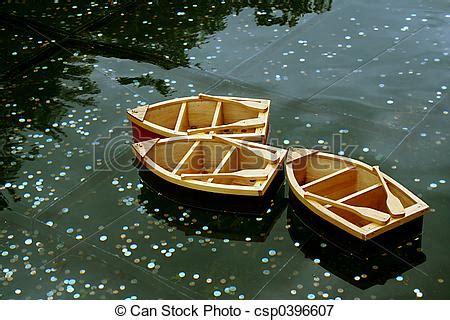 klein bootje te koop plaatje van houten bootjes op het dit wensen pool