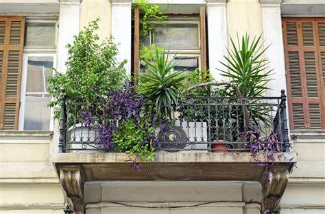 einen balkon mediterran gestalten die schoensten ideen