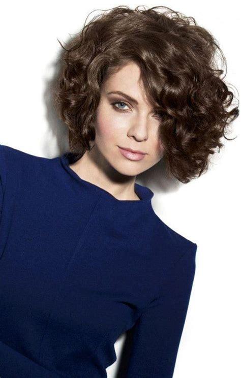 pin von marina hair auf frisuren trends kurzhaar locken