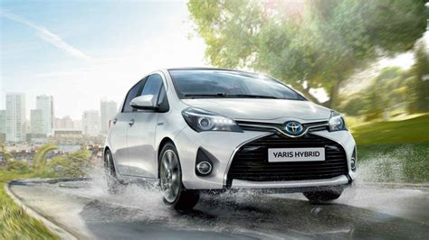 toyota stirling yaris hybrid models features arnold clark stirling