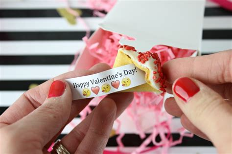 How To Decorate Your Home For Thanksgiving by Diy Custom Fortune Cookies Valentine S Edition Classy