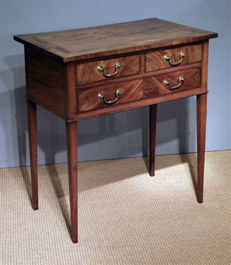 Georgian mahogany side table / Small antique serving table