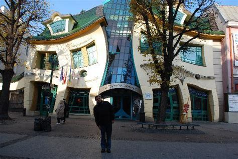 crooked house curve building picture of crooked house sopot tripadvisor