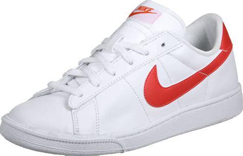 nike tennis classic w shoes white