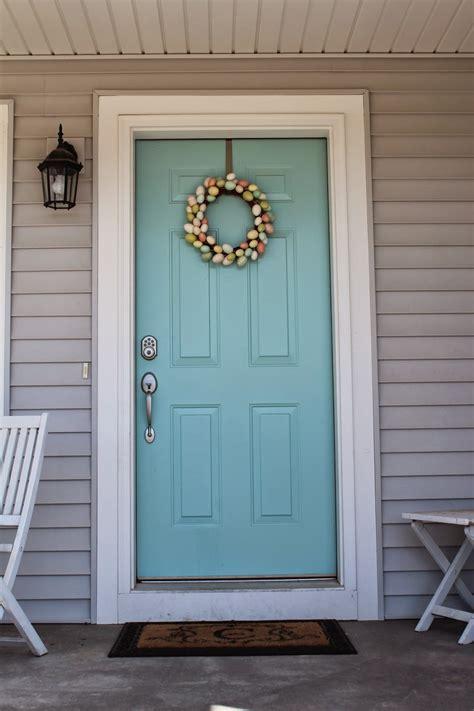 builds  home   choose  front door color