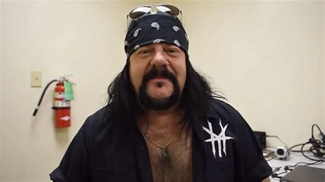 report vinnie paul denied entry to new zealand bar after